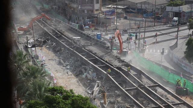 הגשר, אחרי הפיצוץ (צילום: מוטי קמחי) (צילום: מוטי קמחי)