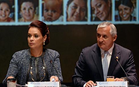 הנשיא שהודח וסגניתו לשעבר נאשמים בהונאת ענק. אוטו פרס (מימין) ורוקסנה דאלדטי (צילום: AFP) (צילום: AFP)