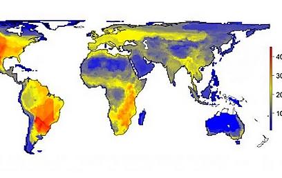 """המגוון הטבעי של מיני היונקים הגדולים מתואר כפי שהיה יכול להיות אלמלא השפעת האדם המודרני (הומו סאפיינס). הנתונים מראים את השונות במספר היונקים הגדולים (45 ק""""ג ומעלה) בריבוע של 100 על 100 ק""""מ. המספרים בקנה המידה מתארים את מספר המינים. איור: Soren Faurby ()"""