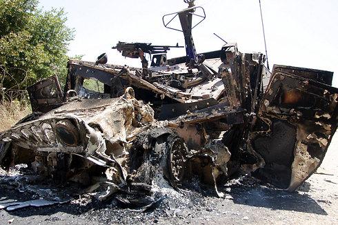 Burned IDF Humvee in 2006 (Photo: Gil Nachoshten)