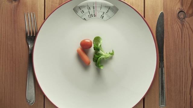 תזונה מאוזנת וירידה במשקל. עושות פלאים לתסמונת ולפוריות (צילום: shutterstock)