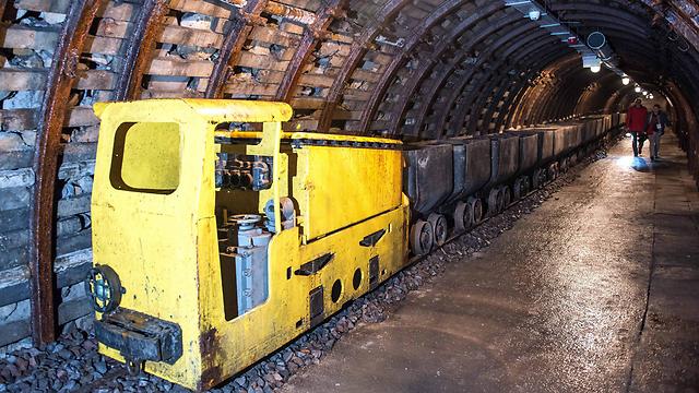 אורכה של הרכבת המשוריינת - 100 מטרים (צילום: EPA) (צילום: EPA)