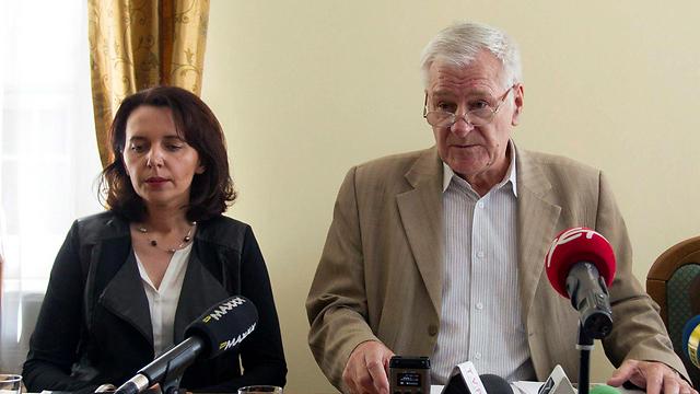 מסיבת העיתונאים, היום (צילום: EPA) (צילום: EPA)