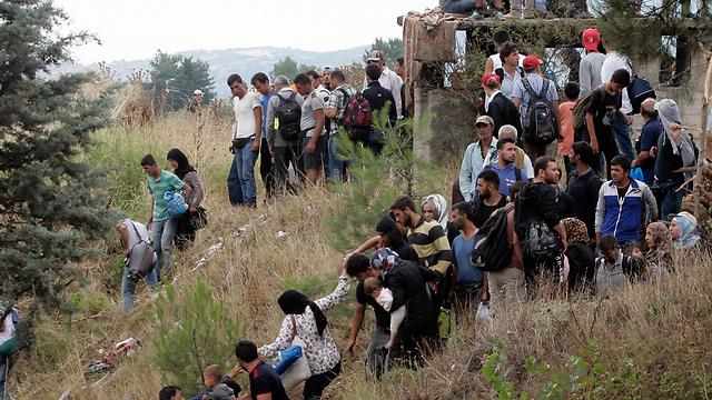 גל מהגרים בגבול בין יוון למקדוניה (צילום: gettyimages) (צילום: gettyimages)