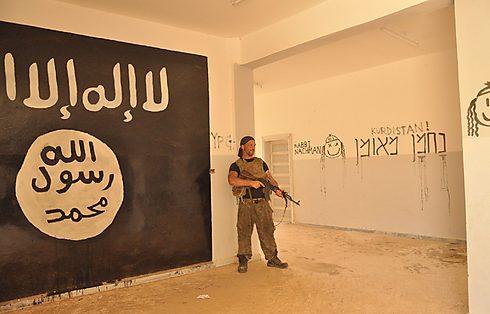 """""""נלחמתי בסוריה במשך שישה חודשים, וכתבתי את השם של רבי נחמן במקמות רבים שבהם העפנו את דאעש"""" (צילום: פייסבוק) (צילום: פייסבוק)"""