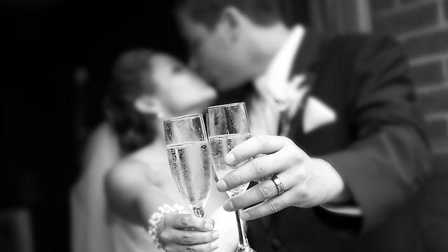 הישראלים מתחתנים בגיל מאוחר יחסית לעבר (צילום: Shutterstock) (צילום: Shutterstock)