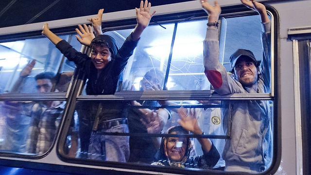 A bus en route to the Austrian border from Budapest (Photo: EPA)