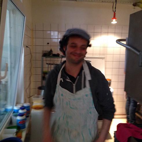 """גל. """"אני הטבח והוא איש העסקים"""" ()"""