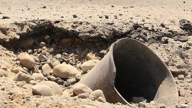 Hamas rocket falls in Kibbutz (Photo: Idan Erez)
