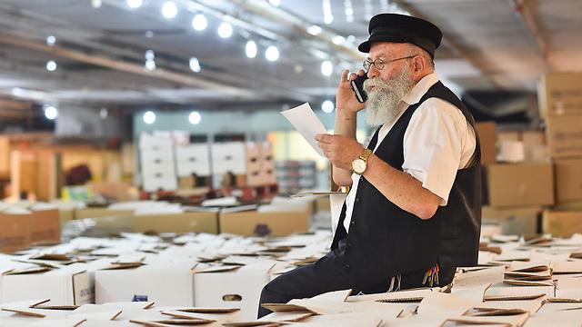 """""""המלחמה בעוני לא נמצאת בראש סדר העדיפויות של הממשלה"""". הרב גלויברמן (צילום: ישראל ברדוגו) (צילום: ישראל ברדוגו)"""