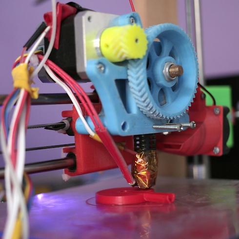 The 3D printer used to manufacture stethoscopes by Dr. Tarek Loubani (Photo: AP)
