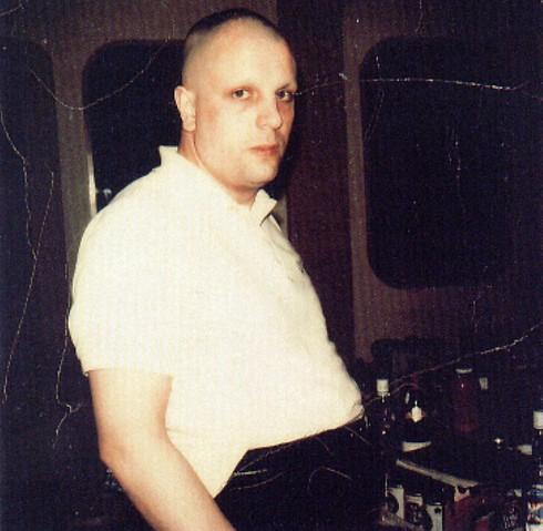 זר מוזר. סיד בארט, ביום בו ביקר באולפן ההקלטות  (צילום מסך) (צילום מסך)
