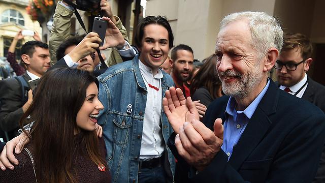 Jeremy Corbyn celebrates (Photo: EPA)