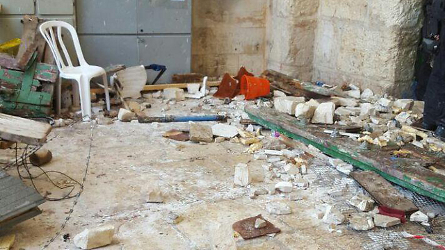 Stones and blocks thrown at security forces (Photo: Jerusalem Police)