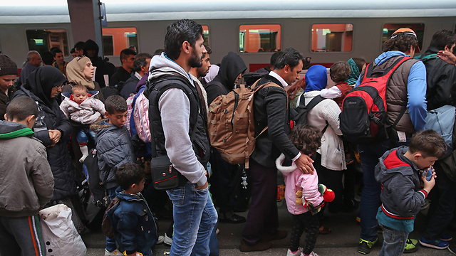 Refugees boarding a train from Vienna to Germany (Photo: Germany)