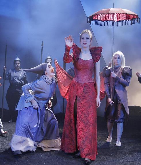 """""""הייתה הרבה תשוקה של החבר'ה הצעירים להעלות את המחזה"""" (צילום: מיקי אלון)"""