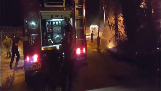 Firefighters work to put out blaze next to Ofrit base, Mt. Scopus
