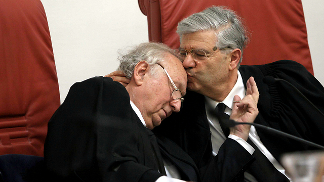 Cheshin during his retirement ceremony, with former Chief Justice Aharon Barak. (Photo: Alex Kolomoisky)