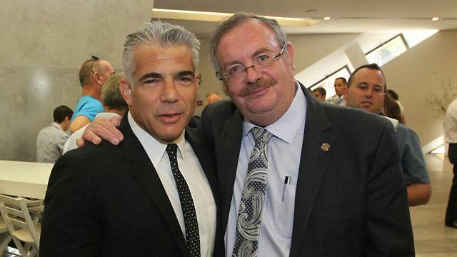 לפיד עם נשיא האוניברסיטה, פרופ' דניאל הרשקוביץ (צילום: עידו ארז) (צילום: עידו ארז)
