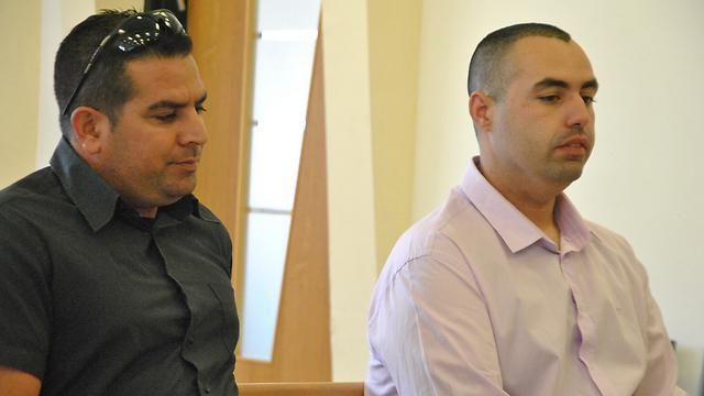 גיא אליהו ומני נפתלי באחד הדיונים בבית המשפט (צילום: עפר מאיר) (צילום: עפר מאיר)