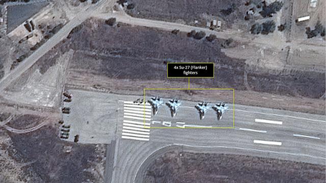 מטוסי סוחוי רוסיים בבסיס בלטקיה ()