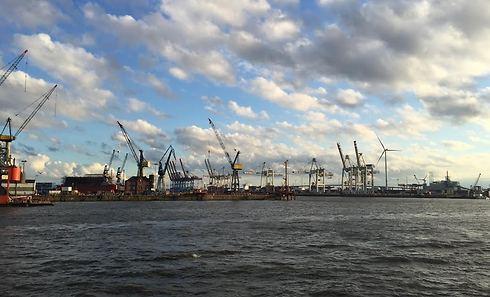 מבט על הנמל מהמעבורת (צילום: חן לחמני) (צילום: חן לחמני)