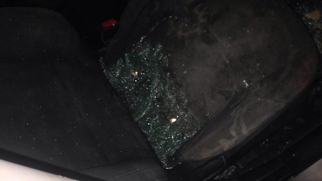 """נזק שנגרם למכוניות ליד ענתות (צילום: רבש""""צ יישוב ענתות ) (צילום: רבש"""
