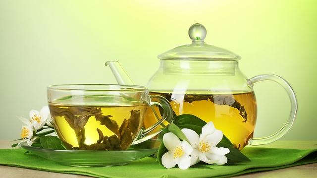מסייע בשמירה על המשקל - תה ירוק (צילום: shutterstock)