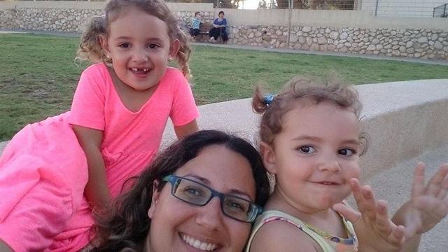אביבית הירשברג עם בנותיה (צילום: אלבום משפחתי) (צילום: אלבום משפחתי)
