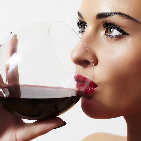 התרכזו ביין במהלך השתייה ותהנו מכל רגע (צילום: shutterstock)
