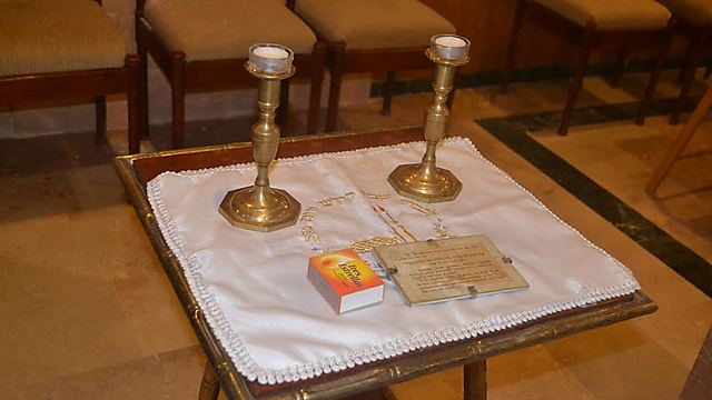Shabbat candles at the only synagogue on the island (Photo: Ayelet Mamo Shay)