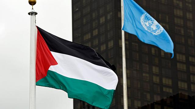 Palestinian flag outside the UN (Photo: EPA)