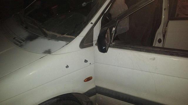 """סימני הקליעים על רכב המשפחה (צילום: הצלה יו""""ש) (צילום: הצלה יו"""