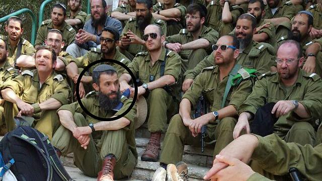 הרב לביא עם חבריו לקורס רבנים צבאיים ()