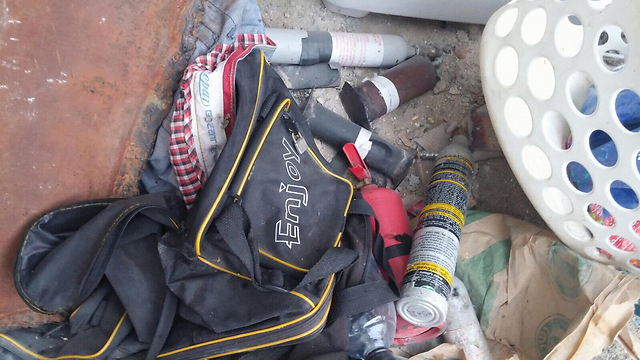 """הציוד שנמצא בבתי המבוקשים בג'נין (צילום: דובר צה""""ל) (צילום: דובר צה"""
