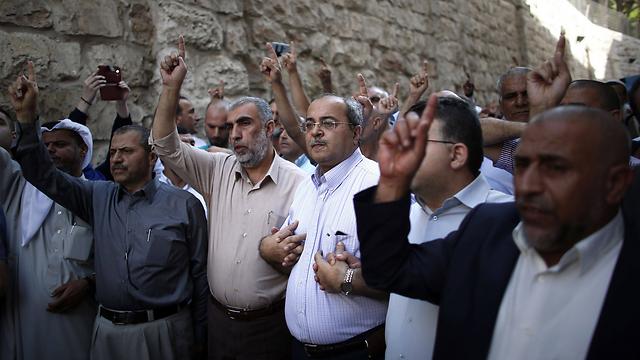 """ח""""כ טיבי בתהלוכה ברובע המוסלמי בירושלים (צילום: AFP) (צילום: AFP)"""