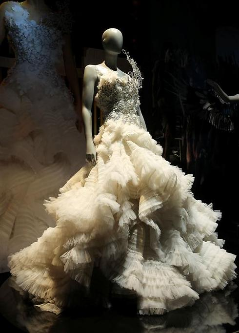 האופנה השלטת. מה מסתתר מאחורי השמלה (באדיבות Discovery) (באדיבות Discovery)