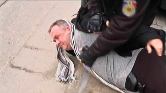 מעצר ולנטין גרוסו בחשד למעורבות בפרשת מכירת הצזיום לדאעש (צילום: AP)