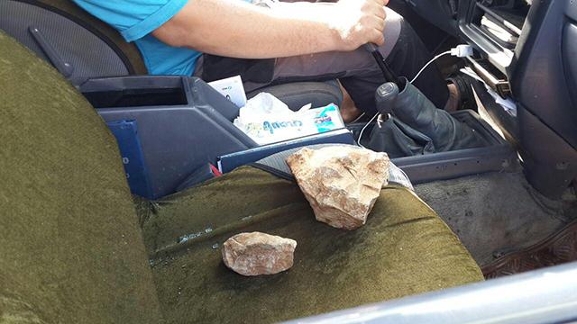 יידו אבנים על מכוניתו של דחבור (צילום: חסן שעלאן)