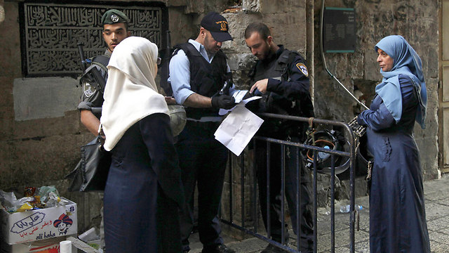 Israeli security forces checking documentation of Palestinian woman in Jerusalem (Photo: AP)