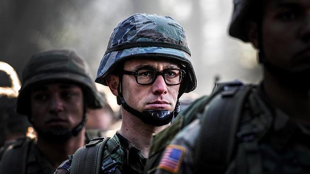 """ג'וזף גורדון לוויט כאדוארד סנואדן בסרטו של אוליבר סטון """"סנואדן"""" ()"""