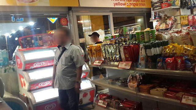 Locking up the convenience store. (Photo: Roi Yanovsky)