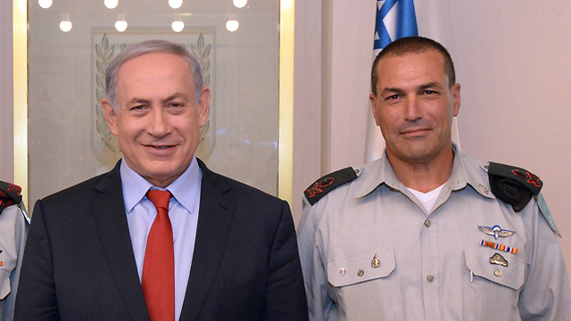PM Netanyahu, (L) and Maj. Gen. Eyal Zamir (Photo: GPO)