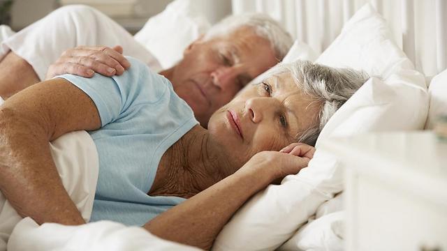50 אחוזים מבני ה-65 ומעלה סובלים מהפרעות שינה (צילום: shutterstock) (צילום: shutterstock)
