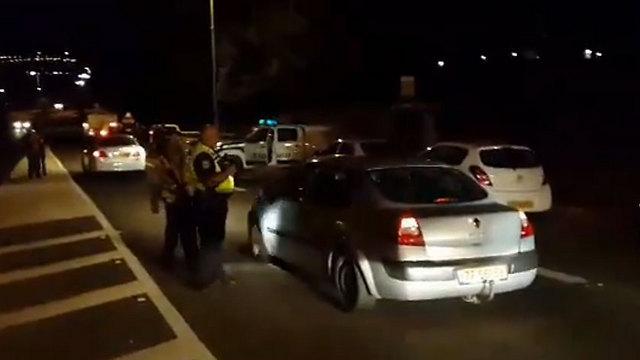 המשטרה מונעת מרכבים של יהודים להיכנס לכפר כנא ()
