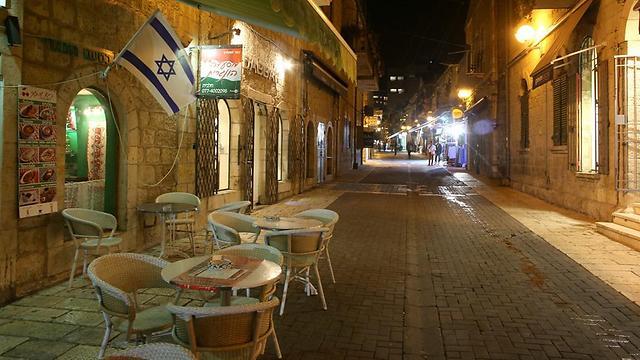 ירושלים: מדרחוב נחלת שבעה ריק מלקוחות  (צילום: עמית שאבי) (צילום: עמית שאבי)