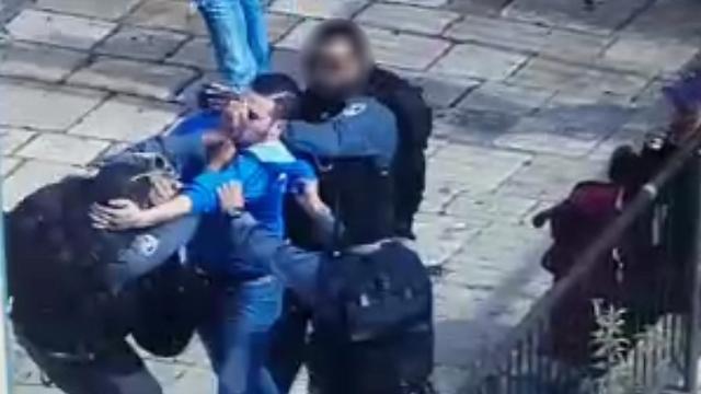 """המאבק עם שוטרי היס""""מ ()"""