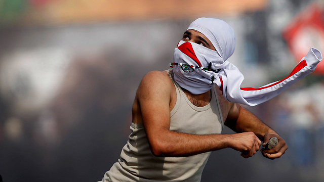 Abbas welcomed stone-throwing rioters (Photo: EPA)