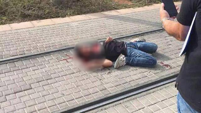 """הנער בן ה-13 שביצע את הפיגוע בפסגת זאב. סרטון ב""""כיכובו"""" זכה לשיתופים רבים  ()"""