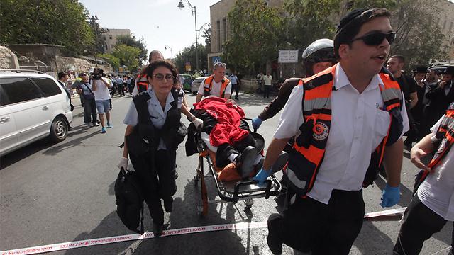רחוב מלכי ישראל בבירה: דריסה ודקירה (צילום: גיל יוחנן) (צילום: גיל יוחנן)